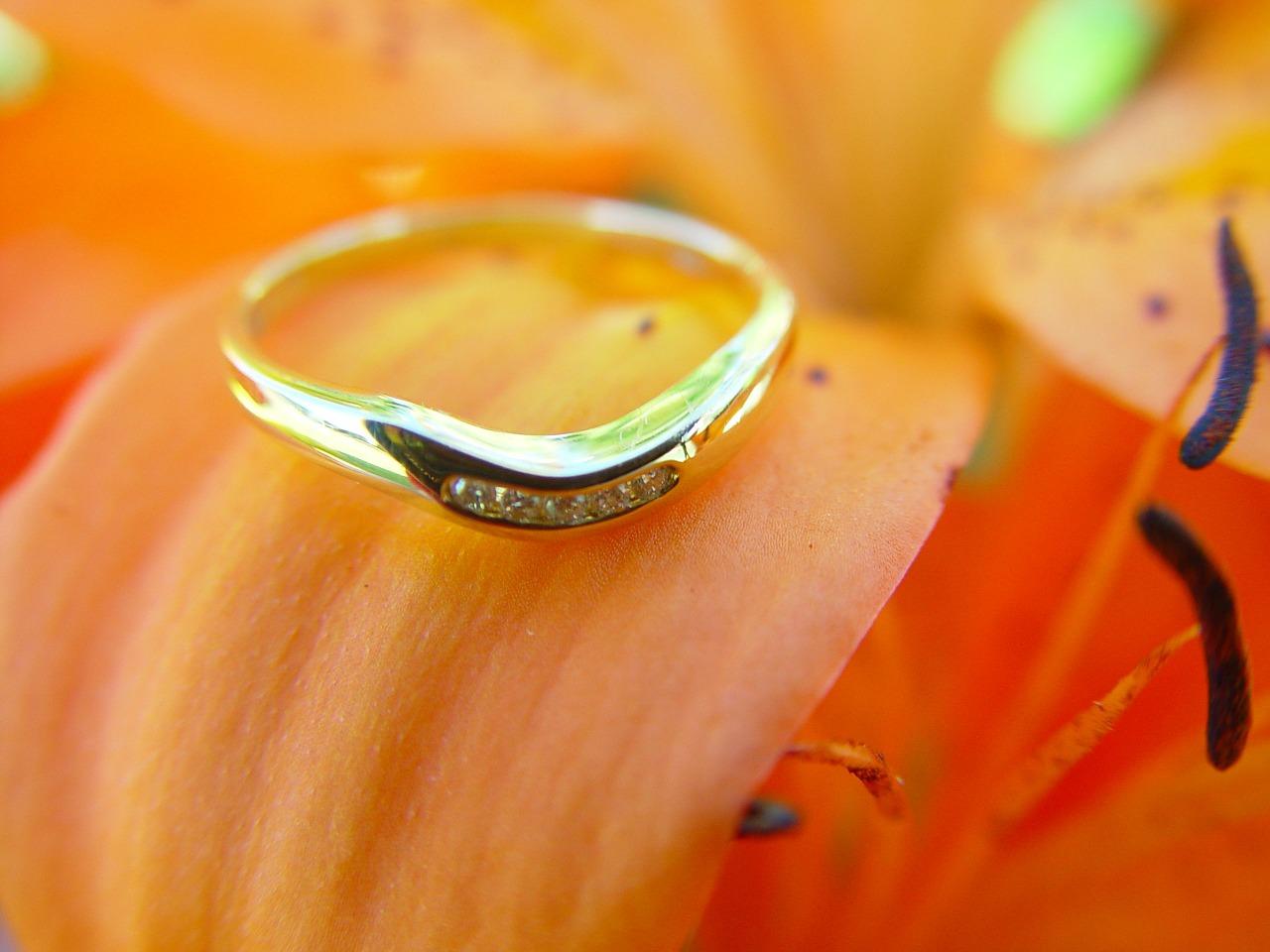 Tényleg lehet jó eljegyzési gyűrűt találni webshopban?